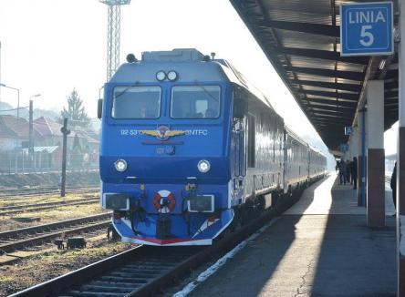 Fără clasa întâi: Pasagerii trenului Braşov - Oradea se plâng că au fost forţaţi să călătorească în condiţii mizere