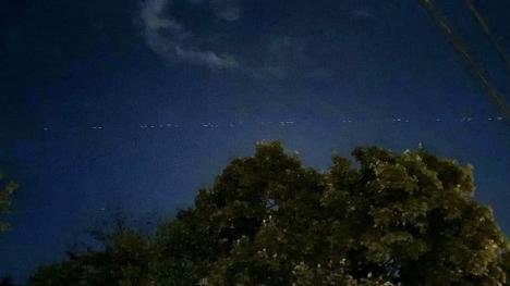 """'Tren de stele"""": sateliţii miliardarului Elon Musk vizibili în Bihor. Vezi când vor mai apărea pe cer! (FOTO / VIDEO)"""