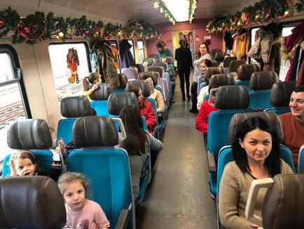 Trenul lui Moş Crăciun, aproape sold out! Mii de copii din Oradea s-au programat la plimbare cu bătrânul cel darnic (FOTO / VIDEO)