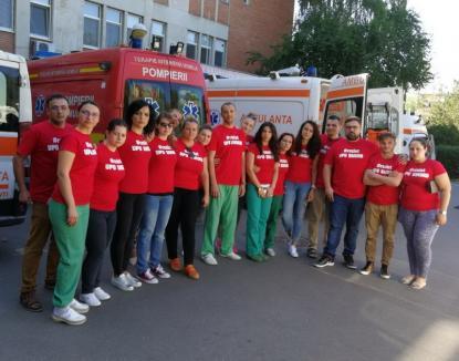 """Angajaţii UPU-SMURD Bihor şi-au """"tras"""" tricouri anti-Bolojan: """"Suntem echipă, nu mercenari"""" (FOTO)"""