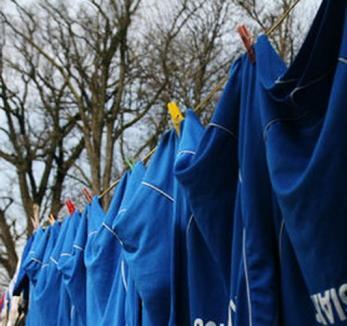 Gest simbolic al suporterilor FC Bihor: Au dăruit detergent pentru spălarea echipamentului jucătorilor!