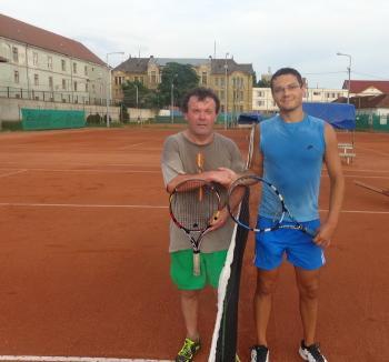 Judecătorii, avocaţii şi notarii s-au duelat pe terenurile de sport în cadrul celei de-a VII-a ediţii a Trofeului Justiţiei la tenis
