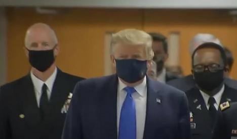A cedat şi Trump! Preşedintele SUA a purtat mască în public, pentru prima oară de la debutul pandemiei (VIDEO)
