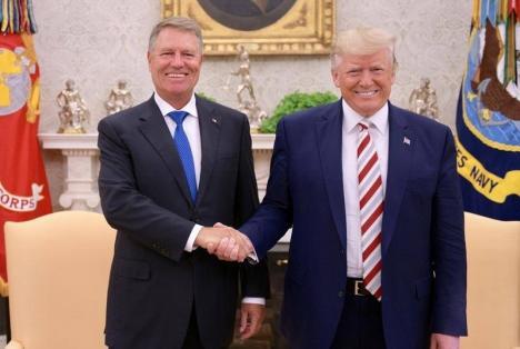 Trump i-a dat lui Iohannis o şapcă imprimată cu mesajul 'Make Romania Great Again'. Ce a spus preşedintele României după întâlnirea de la Casa Albă (FOTO)