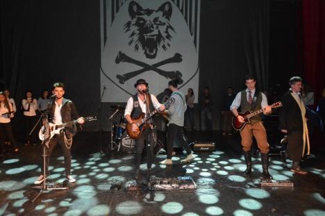Ei jdiară rock! Un medic, doi poliţişti şi doi studenţi şi-au făcut formație rock (FOTO / VIDEO)