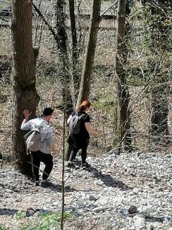 Izolarea nu se face în natură! Doi orădeni, prinşi pe traseul de via ferrata din Vadu Crişului (FOTO)