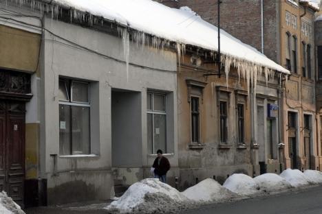ISU avertizează: Îndepărtaţi ţurţurii de pe clădiri!