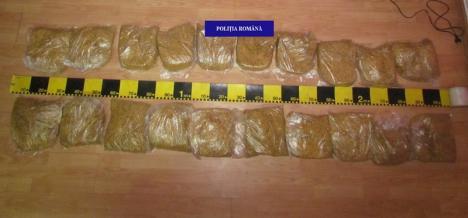 S-a ales cu dosar penal, după ce poliţiştii l-au prins cu 10 kilograme de tutun deţinut ilegal! (FOTO)