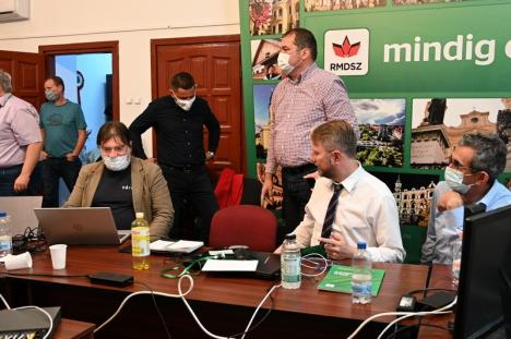 Liderii UDMR Bihor nu se avântă în declaraţii, aşteaptă rezultatele numărătorii paralele (FOTO)