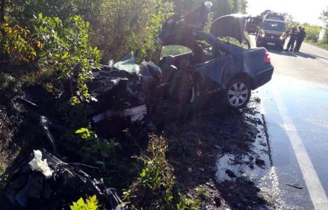Şoferul Mercedesului a provocat accidentul din Uileacu de Criş. Tânărul de 23 de ani din Vadu Crişului a murit pe loc