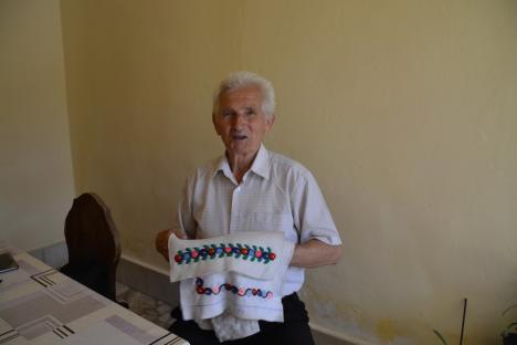 Ultimul bituşer: Ultimul meşteşugar de cojoace din Bihor, Moise Gavra, propus pentru titlul de Tezaur Uman Viu (FOTO / VIDEO)