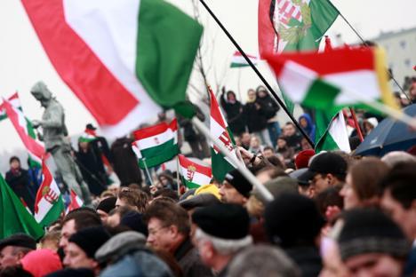 Dubla cetăţenie maghiară inflamează spiritele
