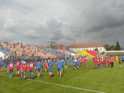 """LIVE TEXT: Ziua lui Neșu: Un teren plin cu vedete, momente emoționante și aplauze, la evenimentul """"Uniți pentru Mihai"""" (FOTO/VIDEO)"""