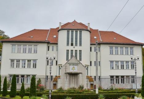 Universitatea din Oradea îşi ia o nouă linie de credit