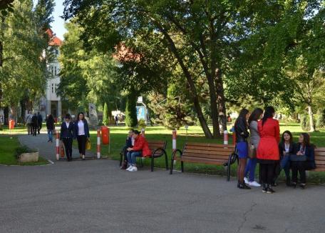 Burse din părţi: Ministerul Educaţiei i-a lăsat fără bani pe studenţii merituoşi