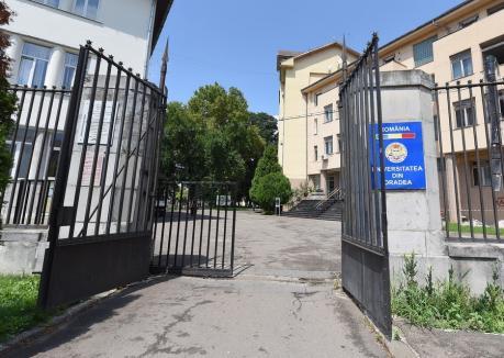 Universitatea din Oradea: Şase facultăţi ar putea ţine cursurile exclusiv online, celelalte într-un sistem mixt
