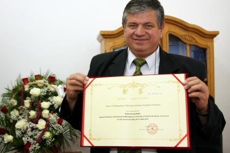 Profesorul Ioan Dziţac rămâne rectorul Universităţii Agora