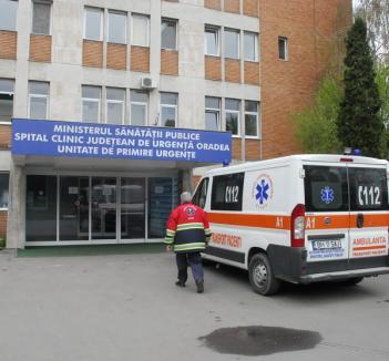 O pensionară din Tileagd a ajuns la spital aproape moartă de frig