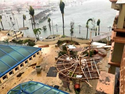 Trei români, daţi dispăruţi în Caraibe, în urma uraganului Irma (VIDEO)