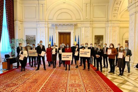 Parlamentarii USR, inclusiv deputatul bihorean Silviu Dehelean, și-au dat demisia din Parlament pentru a renunța la pensiile speciale