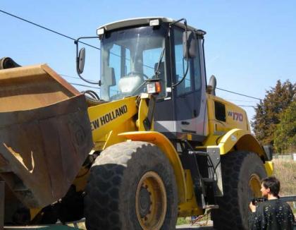 Excavator furat din Italia, descoperit în Borş