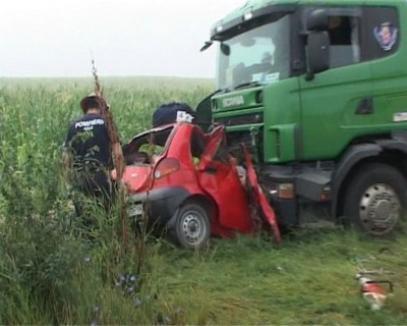 Trei bihoreni decedaţi şi al patrulea în stare gravă în urma unui teribil accident din judeţul Arad