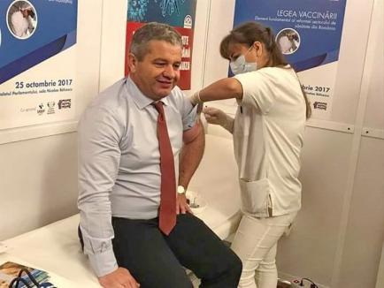 Retrospectiva săptămânii, prin ochii lui Bihorel: Brancardierul s-a enervat pe cei cu campania antivaccinare