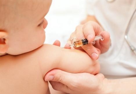 Anunţ pentru orădenii care au copii sugari: Maternitatea reia vaccinările!
