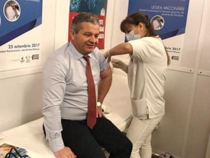 Bodog se dă exemplu: S-a vaccinat antigripal şi a explicat că 'legea vaccinării nu este despre obligativitate, ci despre copiii noştri'