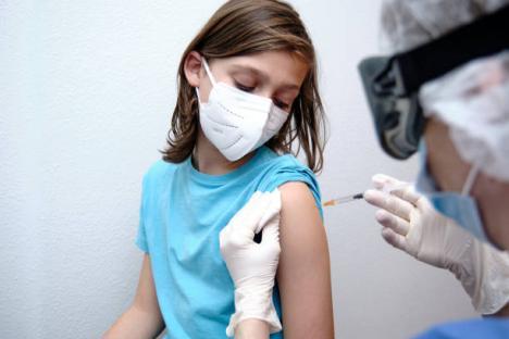 Copiii între 12 şi 17 ani pot fi vaccinaţi anti-Covid şi cu serul Moderna