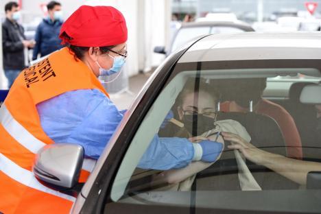 Vaccinare la liber! De acum, bihorenii se pot vaccina fără programare, chiar și din mașină, dar nu toți se grăbesc (FOTO)