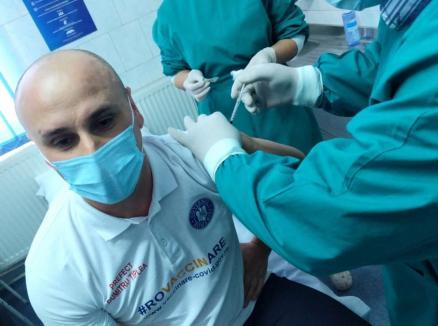 Prefectul de Bihor, Dumitru Ţiplea, s-a vaccinat anti-Covid (FOTO)