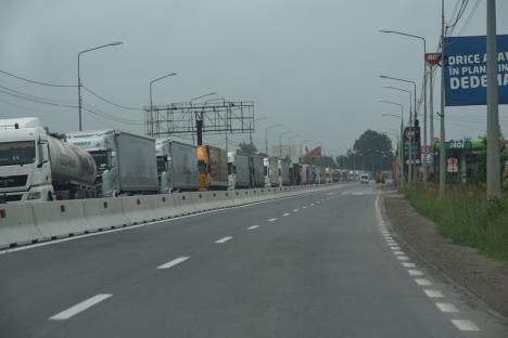 Prima zi de relaxare a restricțiilor: Cozi întinse pe zeci de kilometri la intrarea în România! (FOTO)