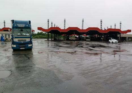 O nouă descoperire de deşeuri în vama Borş: Peste 23 de tone de gunoaie – piese auto şi cauciucuri