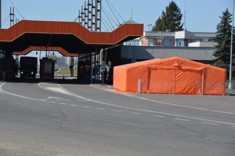Mai gol ca niciodatăla Vama Borş, după ce Ungaria a închis graniţele pentru cetăţenii străini(FOTO / VIDEO)