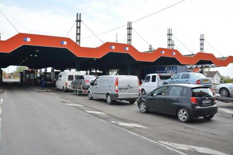Poliţia de Frontieră Oradea: Creşte numărul migranţilor şi scade tranzitul legal de persoane, autovehicule şi trenuri la graniţa de nord-vest a ţării