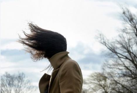 Atenţionare meteo: Cod galben de vânt în zeci de localităţi din Bihor
