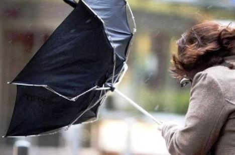 Judeţul Bihor, sub cod galben de vreme rea! Vânt de peste 60 kilometri pe oră