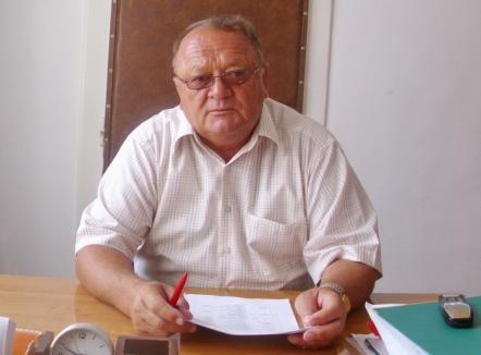 Şpagă şi trafic de influenţă la Facultatea de Protecţia Mediului: Fostul decan, Vasile Bara, secretarul şef şi administratorul au fost trimişi în judecată