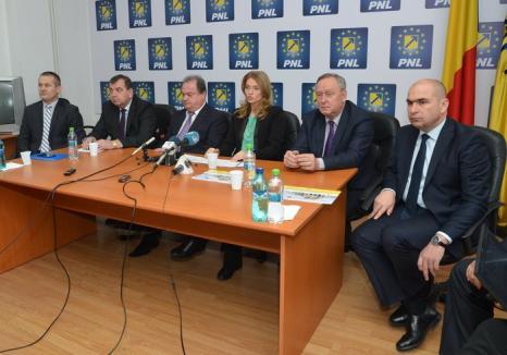 Liderii PNL la Oradea: Alina Gorghiu vrea ca liberalii să câştige localele 'la scor', iar Blaga spune că asta înseamnă 'majoritatea în Consiliul Judeţean'