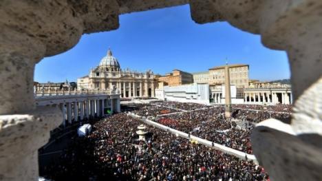 Ceremonie istorică la Vatican: Papa Ioan Paul al II-lea şi Papa Ioan al XXIII-lea sunt canonizaţi