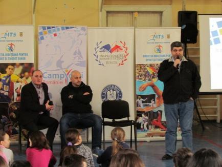 Ex baschetbalistul Attila Veres s-a aflat în mijlocul elevilor de la Colegiul Naţional 'Teodor Neş' din Salonta (FOTO)