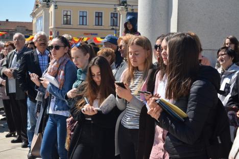 """Nepoata lui Traian Moșoiu, la expoziția dedicată generalului, în Piața Unirii: """"Atenție, Bucureștiule! Oradea știe să își comemoreze eroii"""" (FOTO)"""