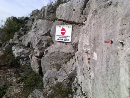 Pericol de cădere! Salvamont Bihor avertizează turiştii să nu se aventureze pe Via Ferrata, hoţii au furat 15 metri de cablu (FOTO)