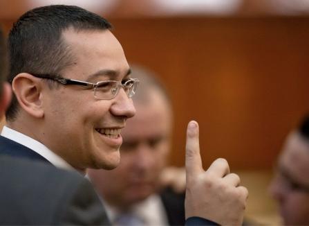 """Victor Ponta, """"albit"""" de acuzaţiile de plagiat de Ministerul Educaţiei"""