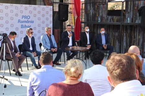 Victor Ponta la Oradea: În Bihor, Pro România nu va face nicio înţelegere cu PSD, care 'nici nu ştiu acum dacă mai intră în Consiliul Judeţean' (FOTO)