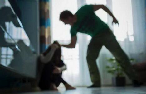 Scandaluri în izolare: Mai multe cazuri de violenţă în familie în România, în luna martie
