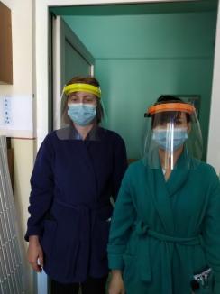 Doi antreprenori orădeni produc viziere reutilizabile, cu sprijinul Sapient Group (FOTO)