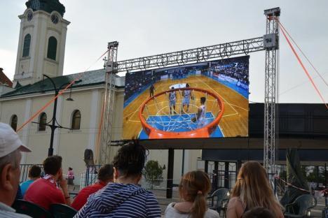 Orădenii sunt aşteptaţi în Piaţa Unirii la meciul de baschet între CSM Oradea şi Steaua Bucureşti