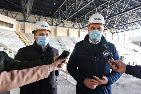 Noua sală polivalentă din Oradea ar putea fi predată la sfârşitul verii, au anunţat Cseke Attila şi Florin Birta. Vezi cum arată construcţia! (FOTO / VIDEO)